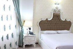 اتاق یک تخت رو به باغ